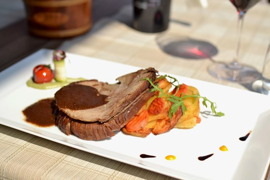 Restaurant Rastoke (Mirjana & Rastoke): Veal baked under the bell/peka Traditional dish