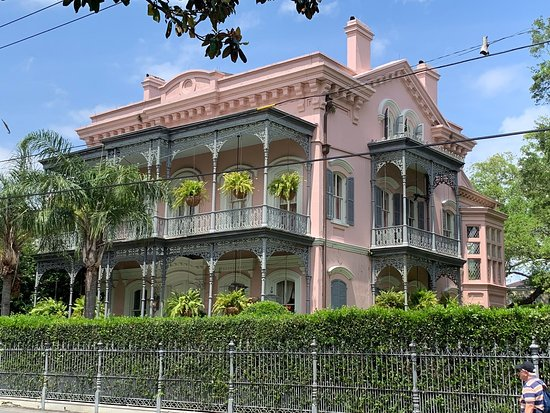 Take a streetcar through beautiful Southern mansions