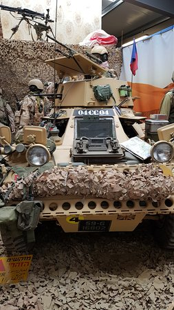 Irish Military War Museum & Family Park: Desert vehicle display