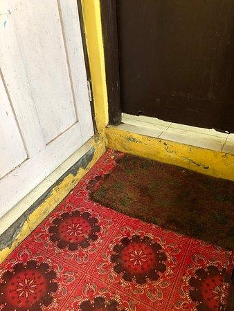 Do not stay in Hotel Ivy Castle in Darjeeling
