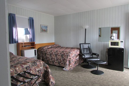 Cobbossee Motel
