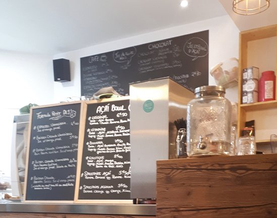 Akeita Coffee: Interior del local