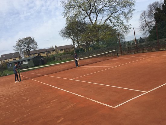 Brighouse, UK: The club boasts two Italian clay courts with new 'no nail' lines, and is thought to be the first tennis club in West Yorkshire to install this technology, widely used on the high profile championship courts in Europe. Italian clay is an excellent surface to play on, feeling level under foot, and the 'no nail' lines provide a consistent bounce when the ball strikes them