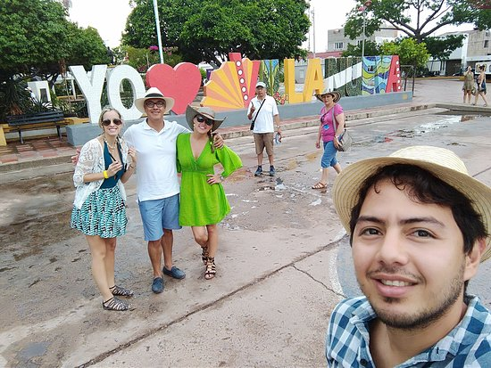 Parque central de Villanueva - Guajira. Casa del festival Cuna de Acordeones.