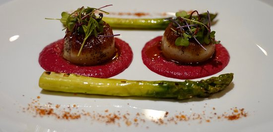 Scallops on beet truffle sauce with grilled asparagus!