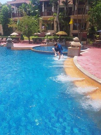 Крутой бассейн в отеле