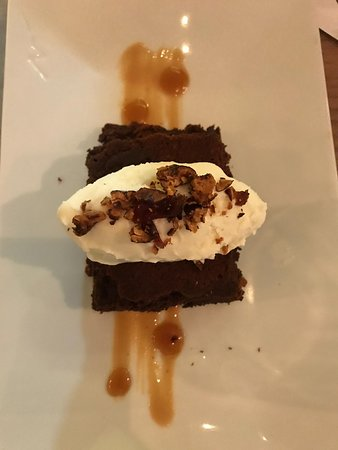 Regadera: Brownies with ice cream and pecan nuts