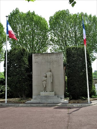 ‪Monument aux morts de Billancourt‬