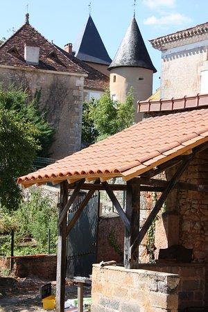 Saint-Jory-las-Bloux, ฝรั่งเศส: Vue sur le château de saint Jory las Bloux