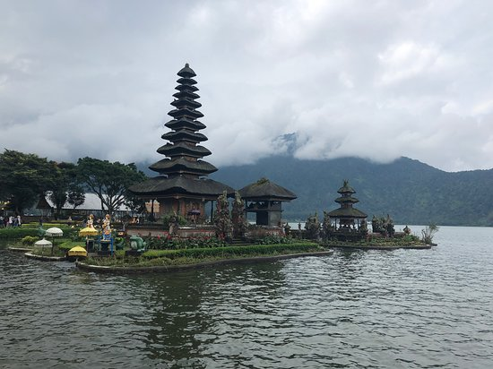 Bayu Ubud Driver: Temple on the lake