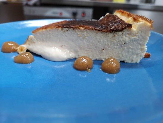 Tarta de queso, crema de membrillo y lima.
