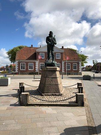 Mylius Erichsen Statue