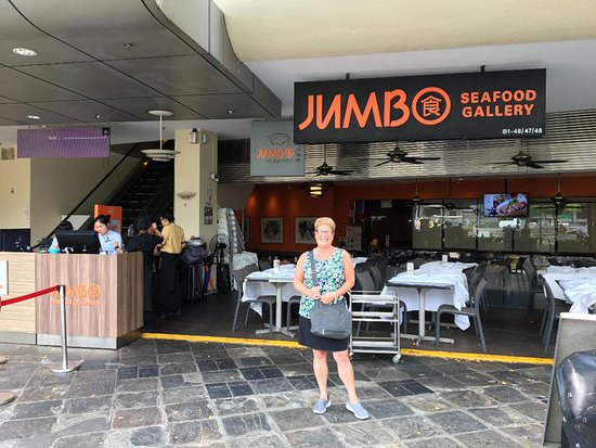 JUMBO Seafood Gallery (The Riverwalk): Sign in at the left to be seated.  Was not yet crowded for early lunch this day.