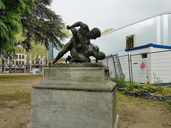 Statue Les Lutteurs