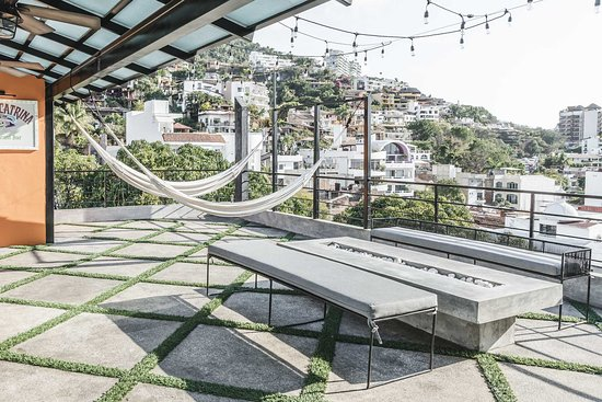Lofts On Basilio: Double hammock lounge, fire pit & an outdoor shower on the rooftop terrace