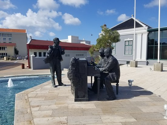 Sculpture of the writing and composing of the Aruba National Anthem