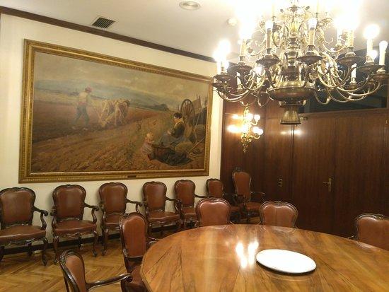 Sabadell, Spania: Sala de Reuniones con Mesa Redonda