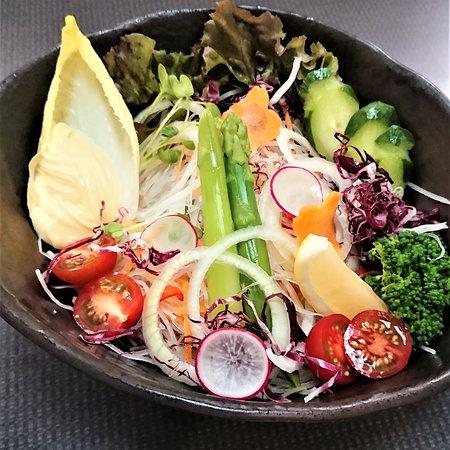 野菜サラダ  700円