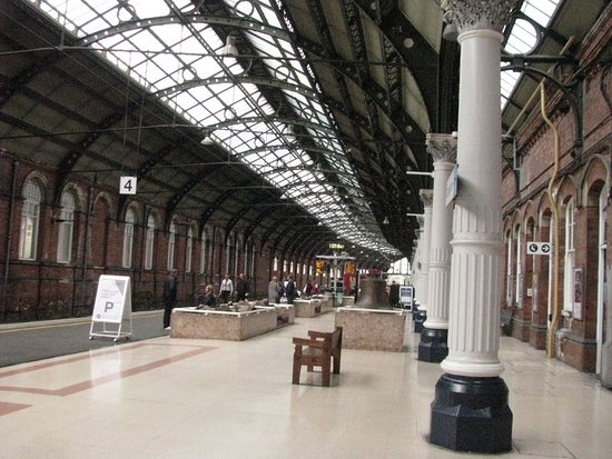 ‪Darlington Train Station‬