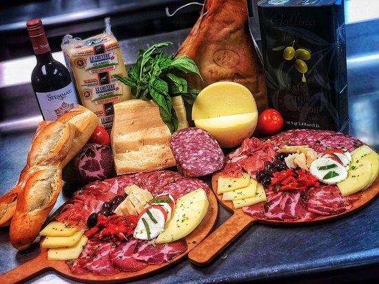 Tamaqua, Pensilvania: Italian meat and cheese boards - GREAT appetizer, GREAT with wine!