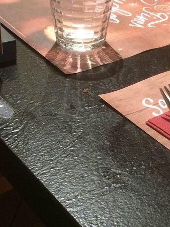 Grill Courtepaille: Reste de viande sur table propre...