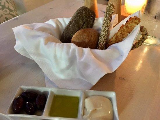 M-eating: Brood met olijven, citroen olijfolie en schimmelkaas met mayonaise