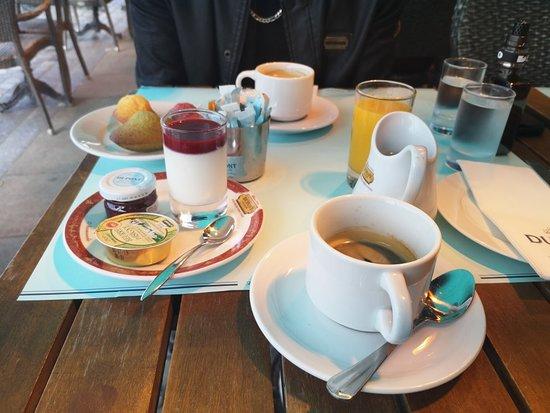 Dupont avec un thé