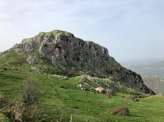 Sentieri dei Nebrodi Rocche del Crasto tra paesaggi rurali e silenzi infiniti