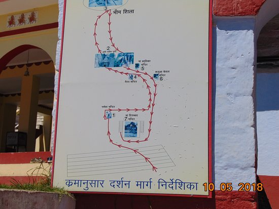 Devidhura, India: The direction to the cave of old temple