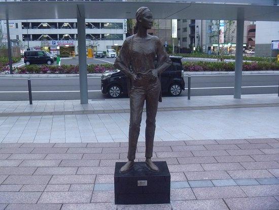 Mari Statue