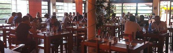 L' Antre Amis: A l'Antre Amis, vous disposez pour vos déjeuners professionnels d'une salle climatisée & chaleureuse. Réservation au 0262 91 46 03