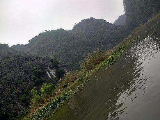 Ninh Binh, Vietnam: ríos entre montañas