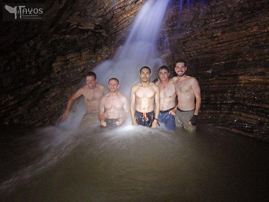 Провинция Морона -Сантьяго, Эквадор: Baño en cascada al interior de Cueva de los Tayos