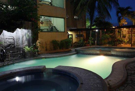 Quatro Pasos Hotel