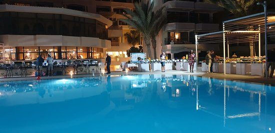 SUNRISE Holidays Resort (Adults Only): Evening buffet outside