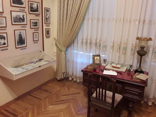 Memorial Museum of Nariman Narimanov: Bedroom with desk