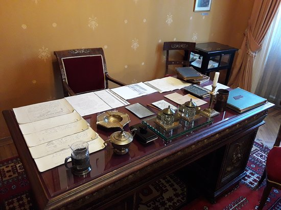 Memorial Museum of Nariman Narimanov: Desk in his study