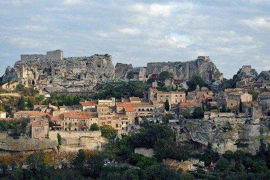 从阿维尼翁出发的私人全日罗马和中世纪普罗旺斯遗产徒步之旅