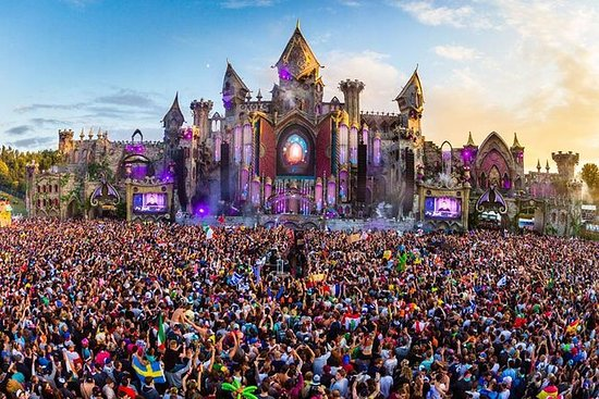 Private Transfer from Brussels to Tomorrowland Dreamville by luxury car: Private Arrival Transfer from Brussels to TOMORROWLAND Boom by luxury car