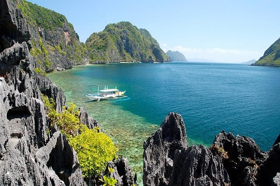 El Nido: Hidden Beaches & Shrines