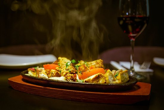 India Poort Indian Restaurant: Tandoori Chicken Tikka. Straight from the Tandoor oven and sizzling!