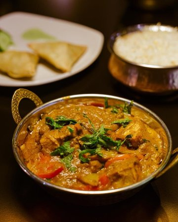 India Poort Indian Restaurant: It's curry night! Come in and enjoy a delicious curry at India Poort!