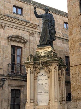Estatua Padre Camara