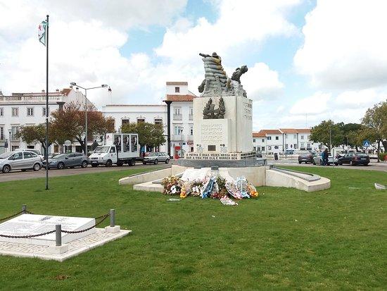 Monumento de Homenagem ao Combatente
