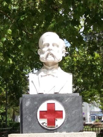 Busto de homenagem a Henri Dunant