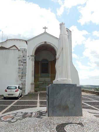 Estatua da Rainha Santa Isabel