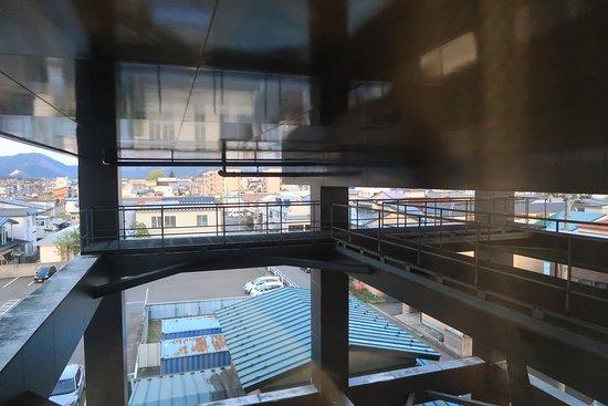 Royal Hotel Odate: 窓の外は大浴場のすぐ下