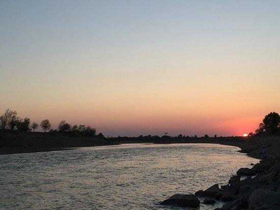 Sunset - Mures river - just near sambateni
