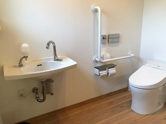 Hakusan, Japan: 広いお手洗い 車椅子用トイレ