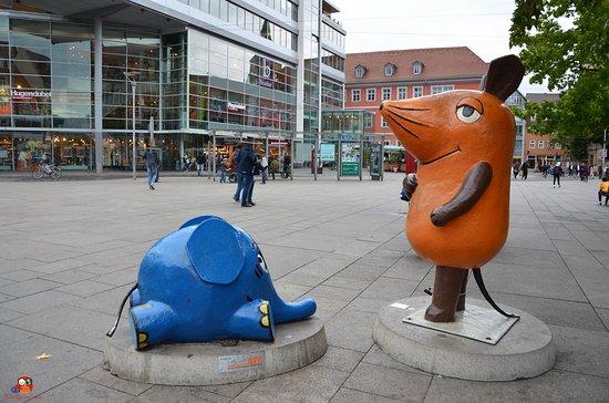 """Skulptur """"Maus und Elefant"""""""